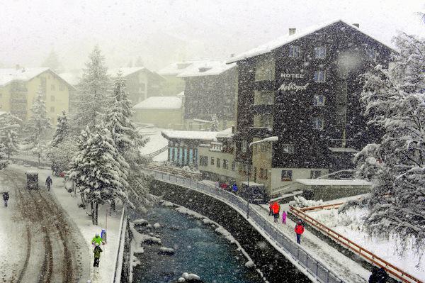 Visit-zermatt-village-3